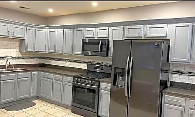 Kitchen, 4515 S King Dr, 2