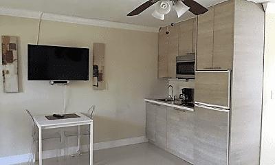 Living Room, 1007 SE 2nd Ct, 1