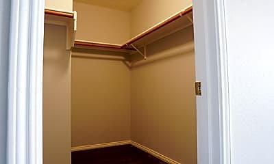 Bathroom, 5300 Emmeryville Ln, 2