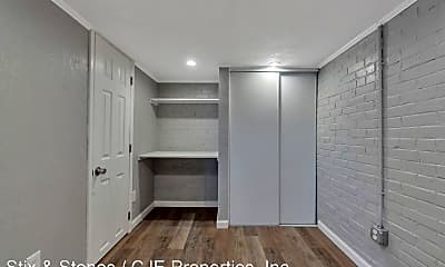 Building, 4645 Newland St, 2