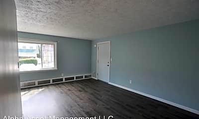 Living Room, 640 Highland Pl, 2