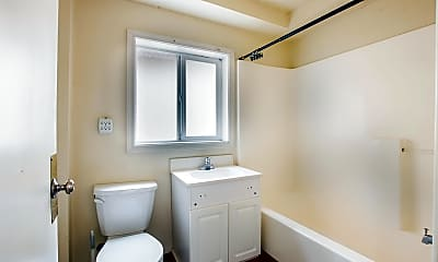 Bathroom, 1660 Hilyard St, 1