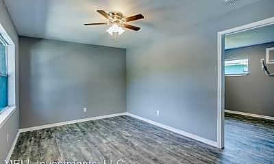 Living Room, 4914 Kashmere St, 2