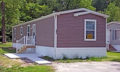 Building, 10 Clayton Dr, 1