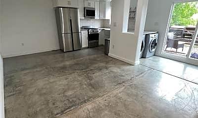 Living Room, 3431 Reynolds Ave, 2