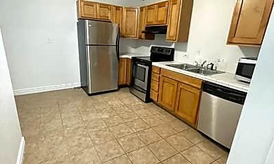Kitchen, 128 Vidas Ave, 2