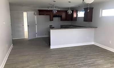 Building, 6332 Mandeville St, 1