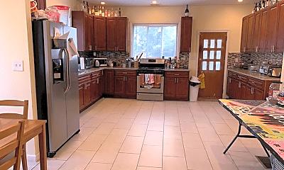 Kitchen, 5440 Woodcrest Ave, 0