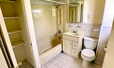 Bathroom, 517 Willow Ave 3, 2
