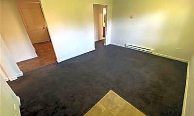 Bedroom, 613 E Rio Grande St, 1