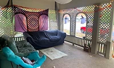 Living Room, 319 N Lincoln St, 2