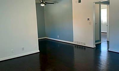 Living Room, 725 N Kenwood St, 1