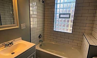 Bathroom, 991 E Livingston Ave, 0