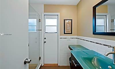 Bathroom, 5105 W Park Rd 5105, 2