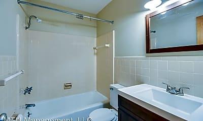 Bathroom, 723 W Shiawassee St, 2