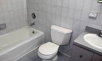 Bathroom, 607 1st St 2R, 2