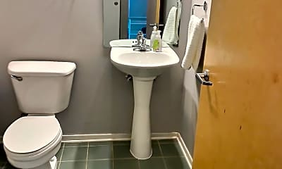 Bathroom, 700 W Van Buren St 1407, 2