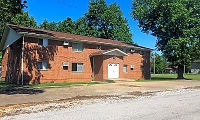 Building, 104 N Pecan St, 2