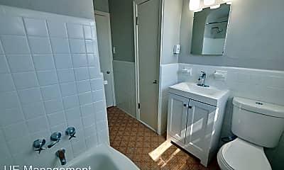 Bathroom, 5816 Lindenwood Ave, 2