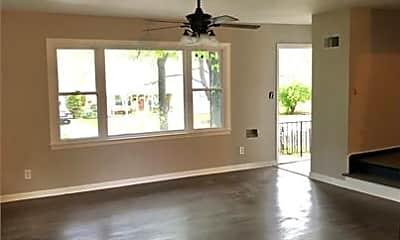 Living Room, 7500 Wornall Rd, 1