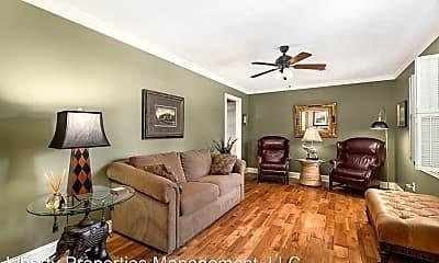 Living Room, 1005 Cumberland Dr, 1