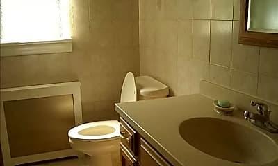 Bathroom, 425 Cedar Ave, 2