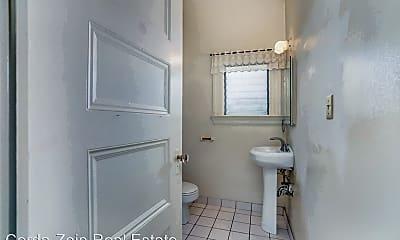 Bathroom, 1301 Walnut St, 2
