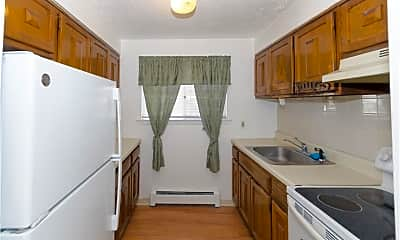 Kitchen, 131 Woodland Dr A, 1
