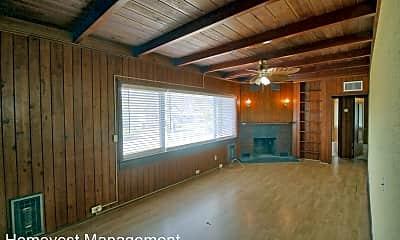 Building, 754 Pine Ln, 1