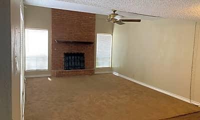 Living Room, 2230 E 52nd St, 1