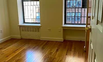 Living Room, 172 E 82nd St 5C, 0
