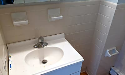 Bathroom, 15 W Main St, 2