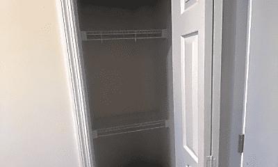 Bathroom, 1700 Hampshire Pike, 2