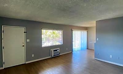 Living Room, 304 N Lincoln Ave, 1
