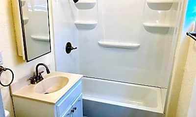 Bathroom, 1247 Daisy Ave, 2