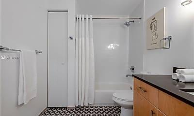 Bathroom, 761 NW 1st St 301, 2