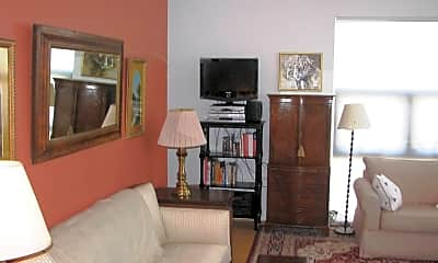 Living Room, 820 E High St, 2