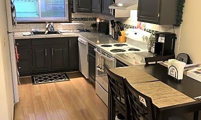 Kitchen, 524 Wildwood Rd, 1