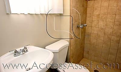 Bathroom, 242 N Chestnut St, 2