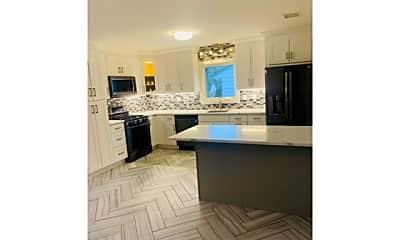 Kitchen, 92 Marilyn Pl, 0