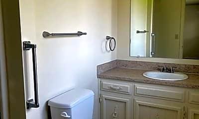 Bathroom, 473 Glynbrook St N, 2