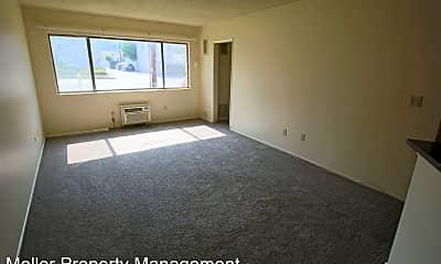 Living Room, 605 S Verdugo Rd, 1