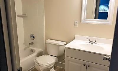Bathroom, 532 W Marshall St, 2