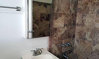 Bathroom, 828 Chestnut Ave, 2