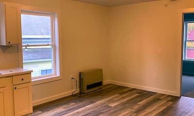 Living Room, 66 Upper Main St, 2