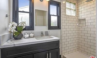 Bathroom, 5501 Morella Ave, 1
