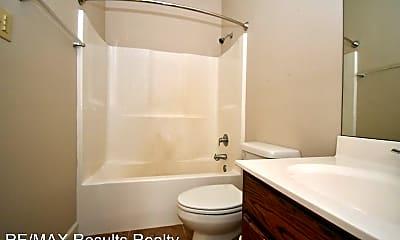 Bathroom, 103 N Monroe St, 2