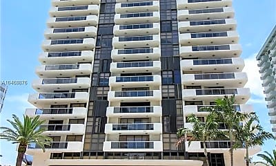 Building, 5757 Collins Ave, 0