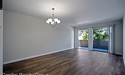 Living Room, 1501 Chapin Ave, 1