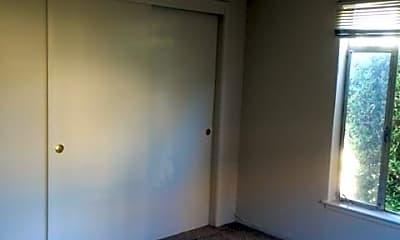 Bathroom, 920 Evelyn St, 2